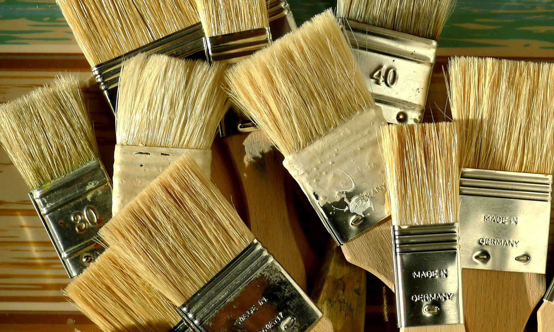 How to clean and store paint brushes